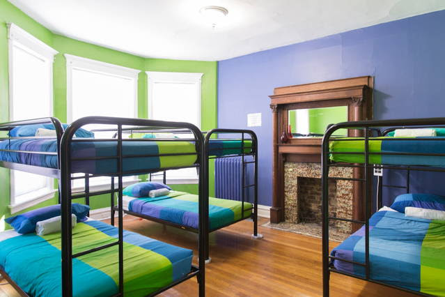 Wrigley Hostel's dorm rooms are perfect for your stay in Chicago!