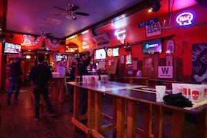 Wrigley Hostel loves hosting bar crawls on Wednesday's in Wrigleyville